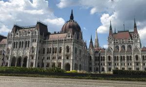Hungarian_parliament_medve